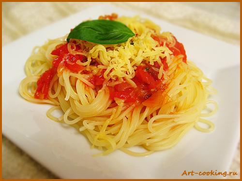Паста в томатно-базиликовом соусе