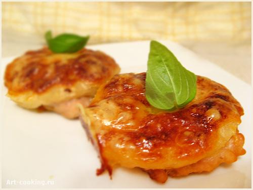 Свинина запеченная с ананасами и сыром