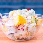 Детский фруктовый салат с йогуртом